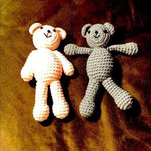 Pair of crocheted little bears